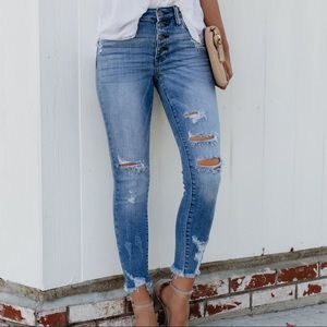 Denim - SO CUTE ON‼️ Gwen Distressed Cropped Skinnies